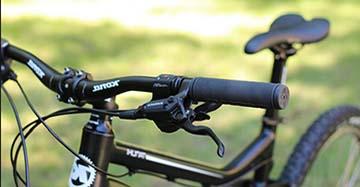 Как поменять грипсы на руле велосипеда